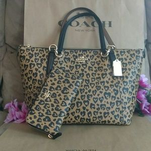 NWT Coach tote shoppers purse w/ wallet set